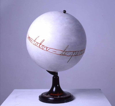 Mangelos (Dimitrije Bašicevic). Manifest de la relation. 1976. Synthetic polymer paint on globe made of plastic and metal. © 2015 Estate of Mangelos (Dimitrije Bašicevic).