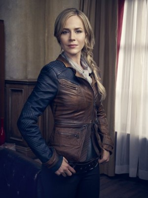 Julie Benz in 'Defiance' — Photo courtesy of Joe Pugliese / Syfy