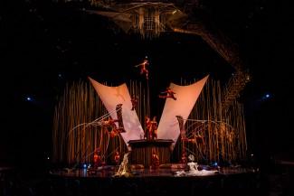 Photo: Martin Girard / shootstudio.ca Costumes: Eiko Ishioka  © 2014 Cirque du Soleil