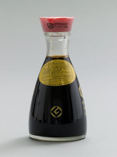 Kenji Ekuan (Japanese, born 1929). GK Design Group (Japanese, est. 1953). Kikkoman Soy Sauce Dispenser. 1961. Glass and polystyrene plastic. 5 1/4 x diam. 2 1/2″ (13.3 x 6.4 cm). Manufactured by Kikkoman Corporation, Japan. Gift of the manufacturer. The Museum of Modern Art, New York. © 2015 Kenji Ekuan